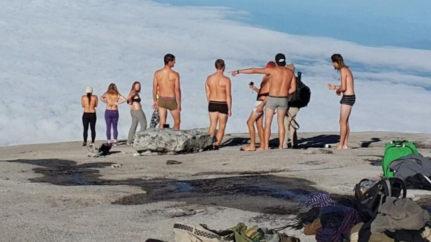 """""""Depremin sebebi çıplak turistler"""""""
