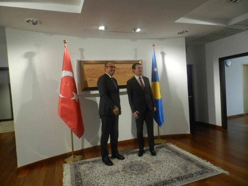 Kosova Büyükelçisi Sakar, Kosova'nın yeni Başbakanı Kurti'yi ziyaret etti