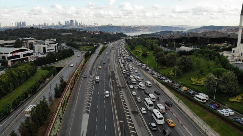 İstanbul'da tatil dönüşü trafik havadan görüntülendi