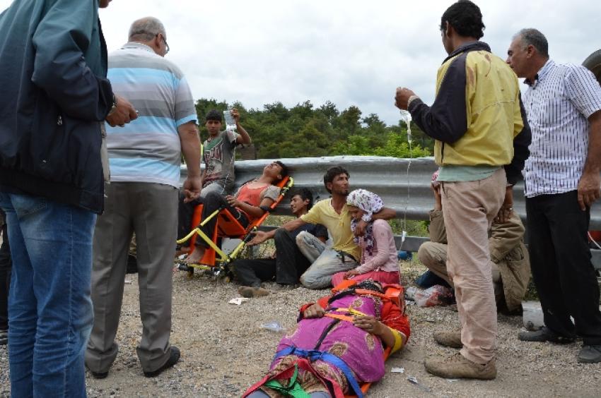 Tarım işçilerini taşıyan minibüs devrildi