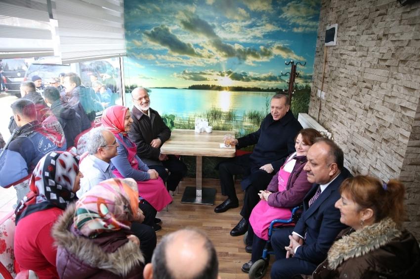 Erdoğan'a Kastamonu'da çay ikram edildi