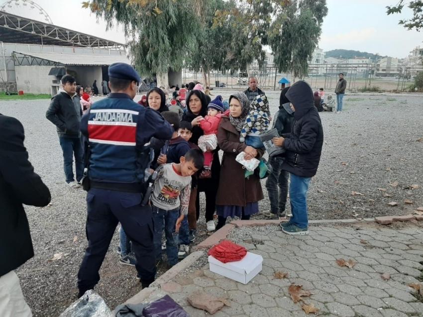 Ayvalık'ta Afganistan uyruklu 85 düzensiz göçmen ve 2 organizatör zanlısı yakalandı
