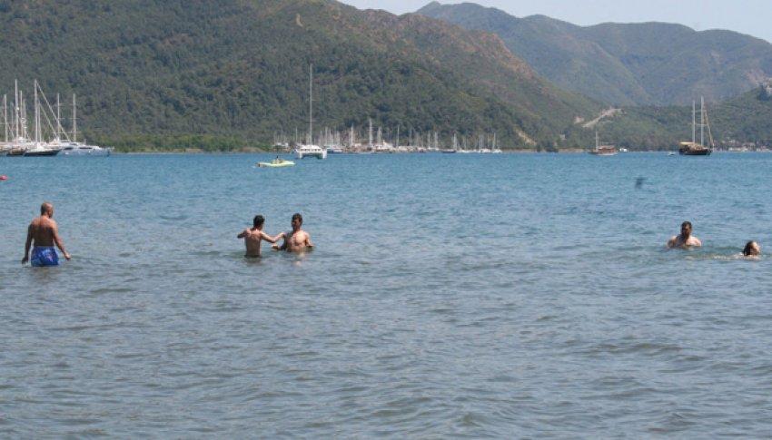 Marmaris'te yerli turistler sahilleri doldurdu