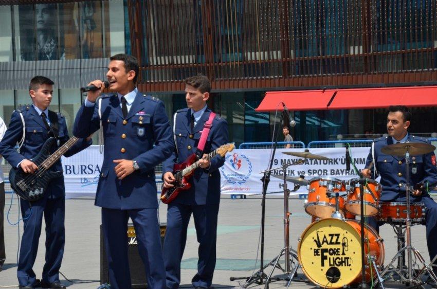 Askeri Jazz Grubu 19 Mayıs'ta coşturdu