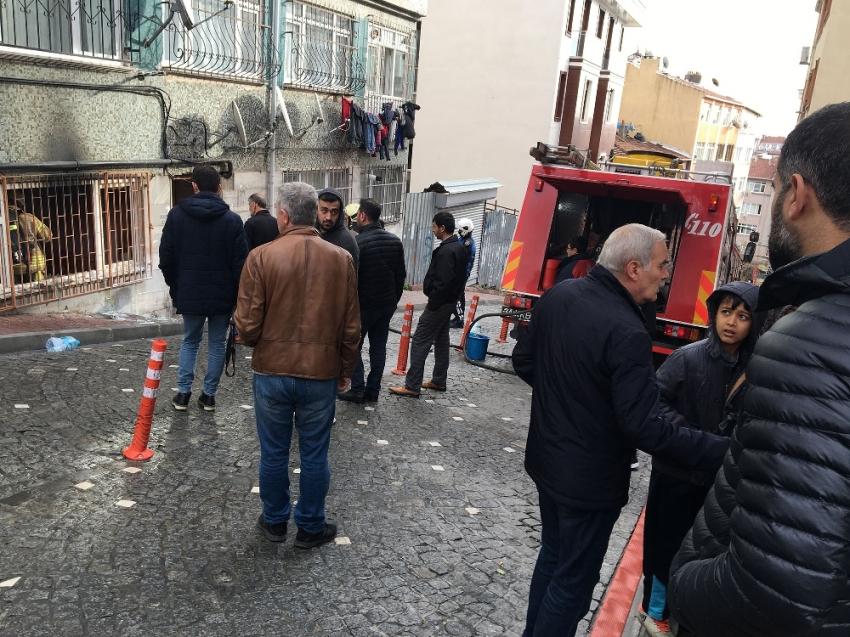 Fatih'te korkutan yangın: 3 kişi kurtarıldı