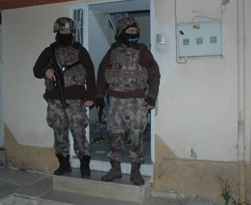 Silah kaçakçısının evinden Gülen kitabı çıktı