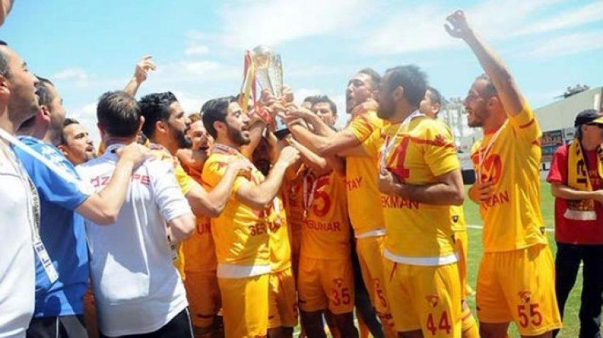 Şampiyon Göztepe kupasını aldı
