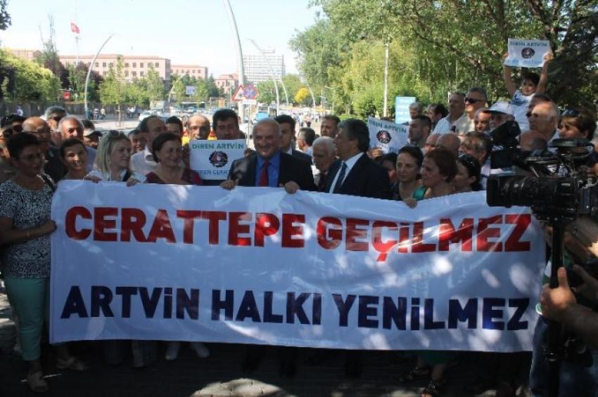 CHP'li vekilllerden Meclis önünde eylem