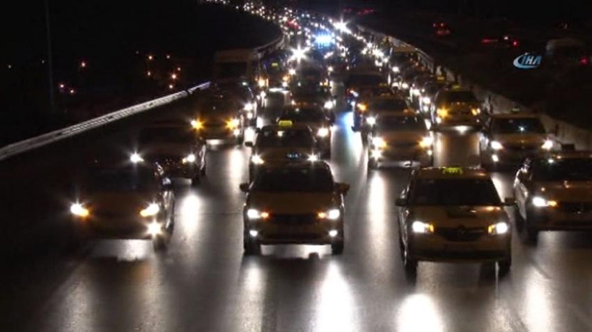 """Taksicilerden """"15 Temmuz"""" konvoyu"""