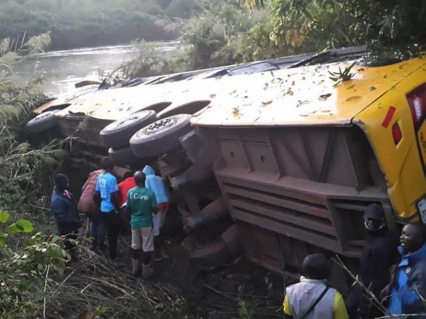Zambiya'da otobüs şarampole uçtu: 4 ölü, 15 yaralı