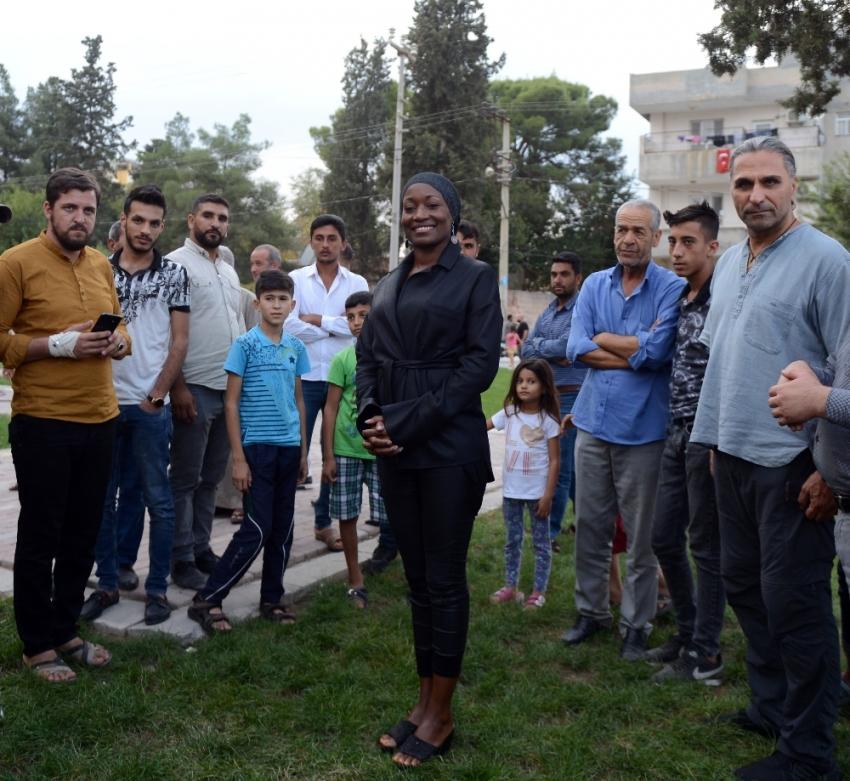 ABD'li Della Miles, Barış Pınarı Harekatı'na destek için Suriye sınırında