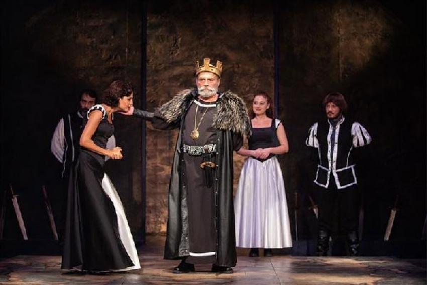 Kral Lear'ı canlandıran Haluk Bilginer, alkışlandı