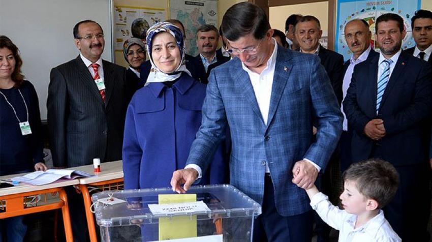 Başbakan Davutoğlu, oyunu kullandı