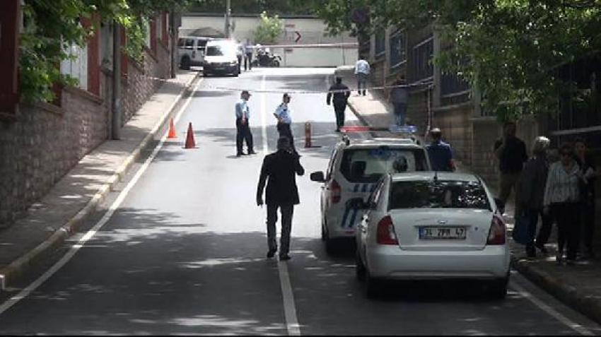 Motosikletli saldırgan albay ve eşini vurdu