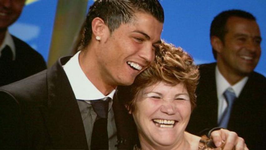 Ronaldo'nun annesine şok!