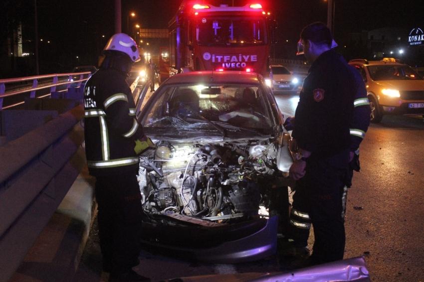 Kocaeli'de otomobil kamyonete çarptı: 2 yaralı