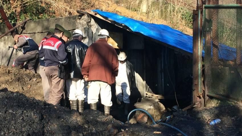 Futbol sahasının altına kaçak maden açmışlar
