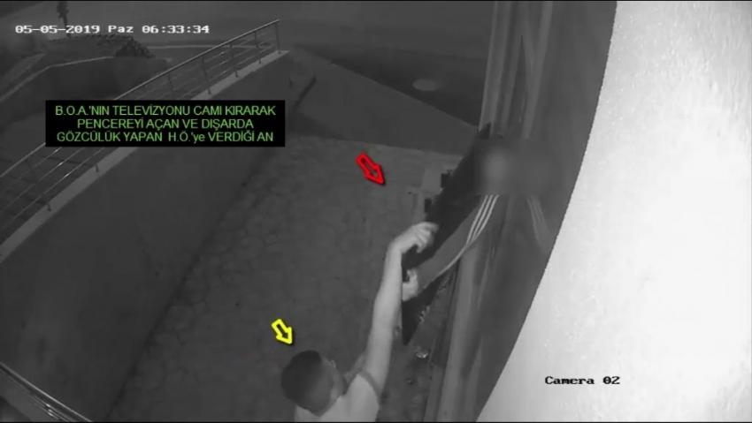 Televizyon hırsızları kameraya yakalandı