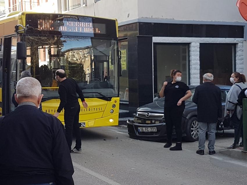 Bursa'da belediye otobüsü kaza yaptı