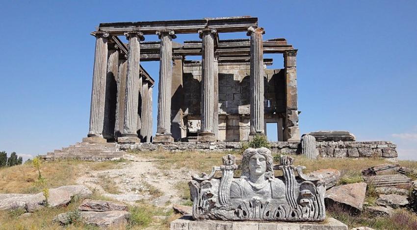 Su perisi Erato ile Kral Arkas'ın aşkından doğan şehir; Aizanoi