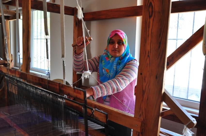 İlmek ilmek dokunan bezler Avrupa'ya ihraç ediliyor