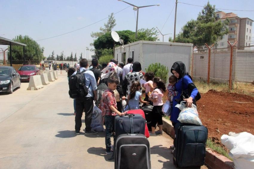 20 bin Suriyeliden 2 bini Türkiye'ye döndü