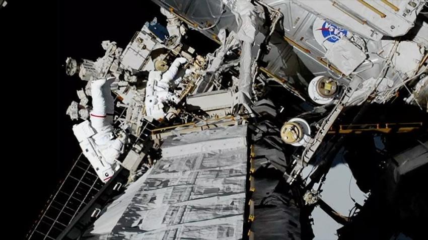 NASA'nın ilk kez sadece kadınlardan oluşan ekibi uzay yürüyüşünü tamamlandı