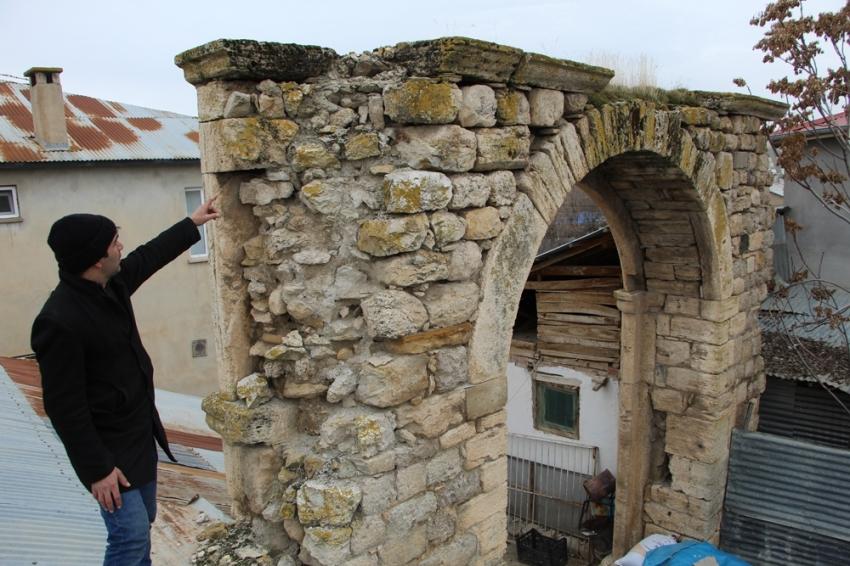 115 yıl önce yapılan konaktan sadece kapısı kaldı