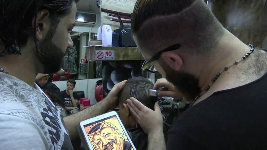 Filistinli gençten Yaser Arafat'lı saç kesimi