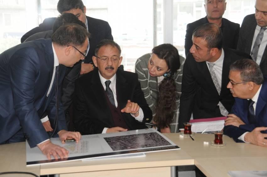 """Bakan Özhaseki: """"Devlet buralara yaraları sarmaya geldi"""""""