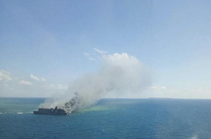 Endonezya'da feribotta yangın: 5 ölü