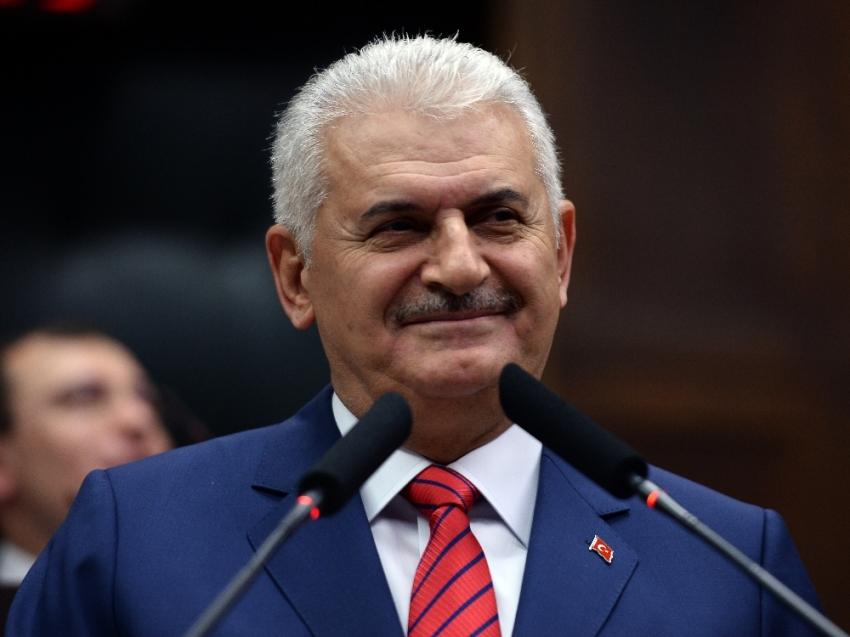Başbakan Yıldırım ve eşi, kurbanını Kızılay'a bağışladı
