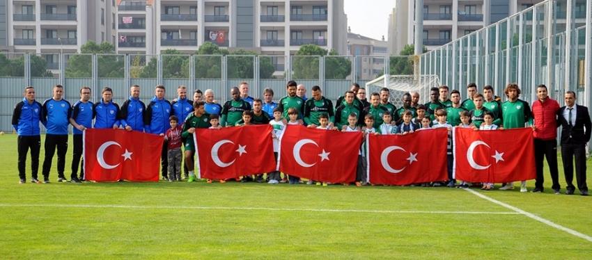 Bursaspor Türk Bayrağı ile poz verdi