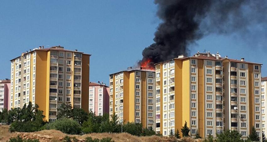 10 katlı binanın çatısı ısıtıcı tüplerden yandı