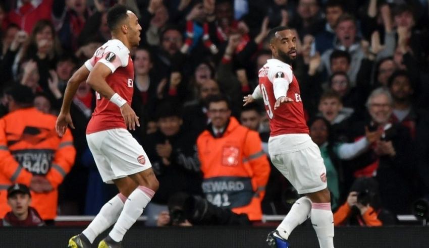 Arsenal finalin kapısını araladı!