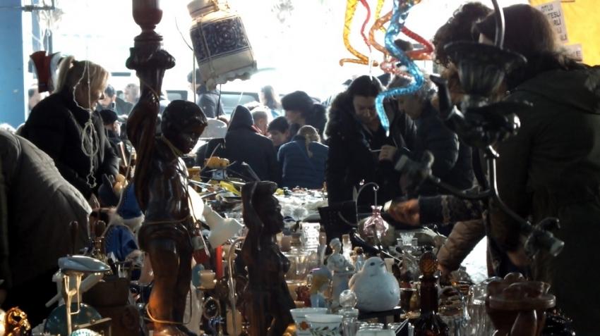 Antika pazarına turist akını