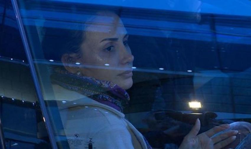Emina Sandal gözyaşlarını tutamadı