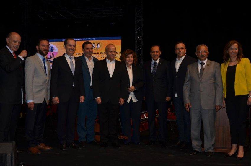 Valisiz, başkansız uluslararası festival açılışı!