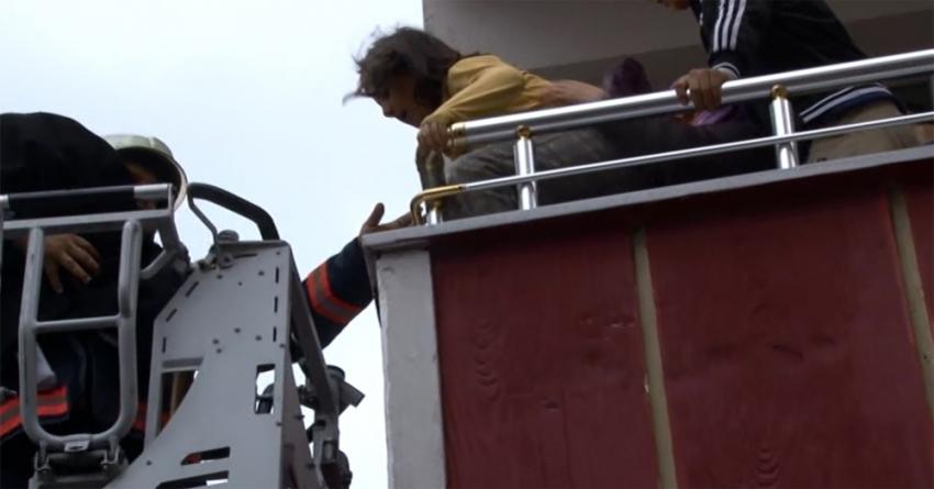 İstanbul'da korkutan yangın: Mahsur kalanlar kurtarıldı