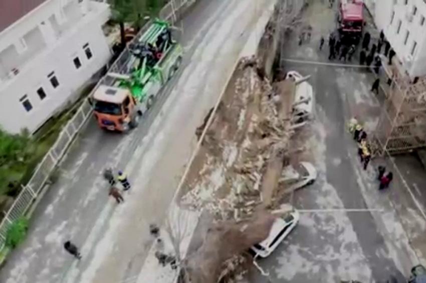 Beykoz'da çöken istinat duvarı havadan görüntülendi