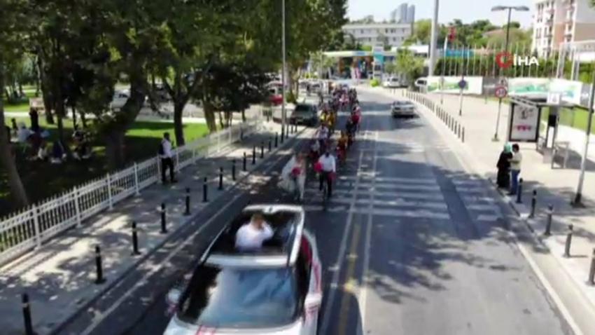 Gelinle damat nikaha bisikletle gitti trafiktekiler şaşkına döndü