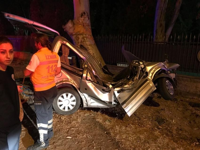 Önce bisikletlilere sonra ağaca çarptı: 2 ölü