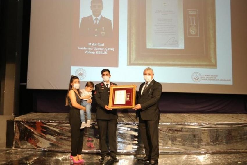 Bursa'da gazi ve şehit yakınlarına övünç madalyaları takdim edildi