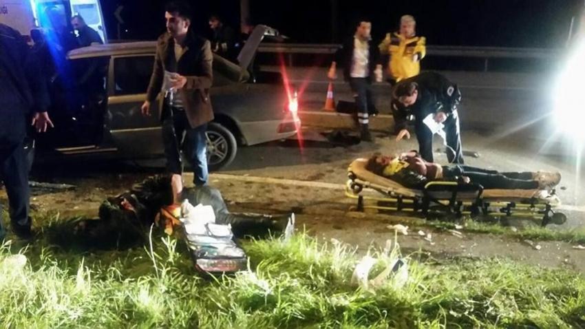 2 araç birbirine girdi: 2 ölü 6 yaralı