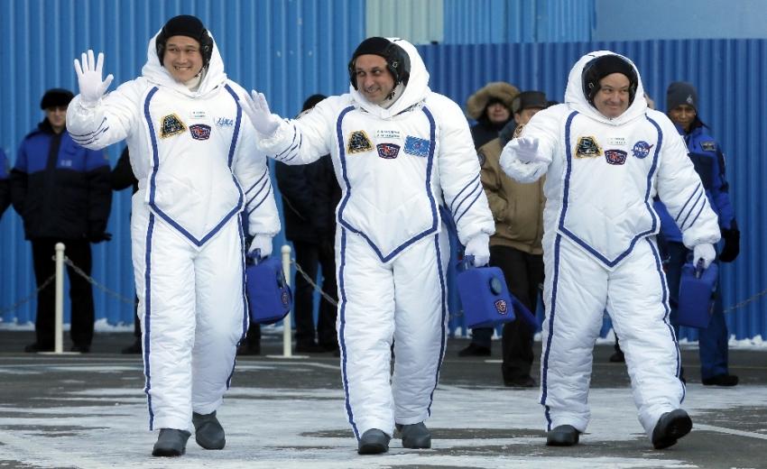 Uzayda tam 9 santimetre uzadı