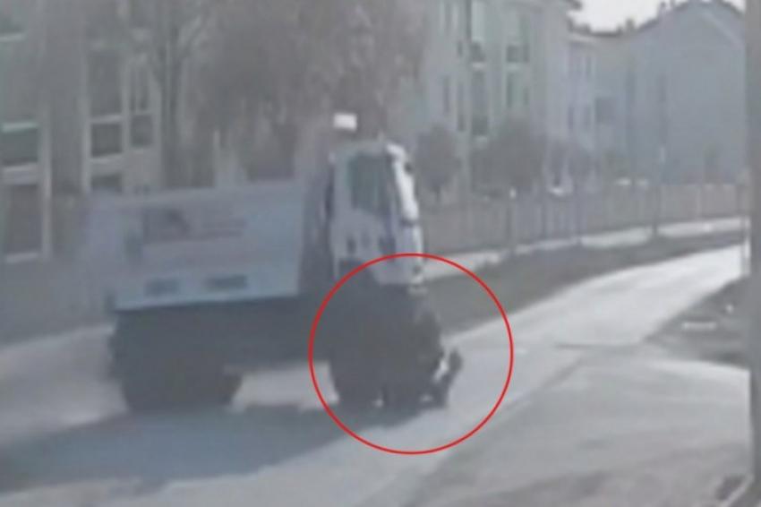 Bursa'da kamyonun elektrikli bisiklete çarpma anı kamerada