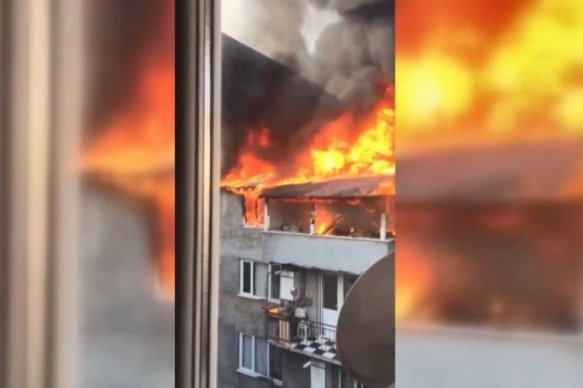 Bursa'da iki katlı bina alevlere teslim oldu