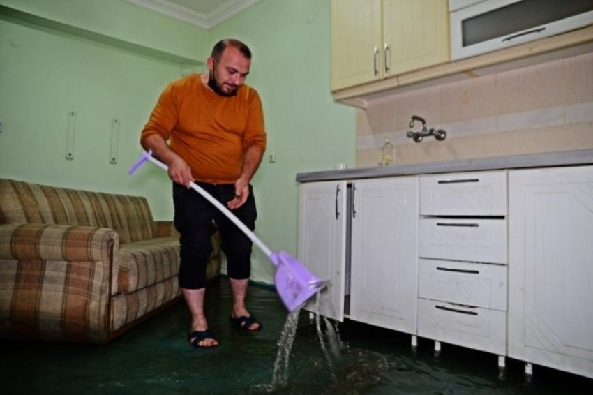 Bursa'da yağmur ne yatak bıraktı ne beyaz eşya