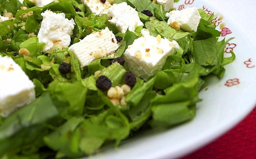 Salatalarınızda peynir ve ceviz varsa dikkat