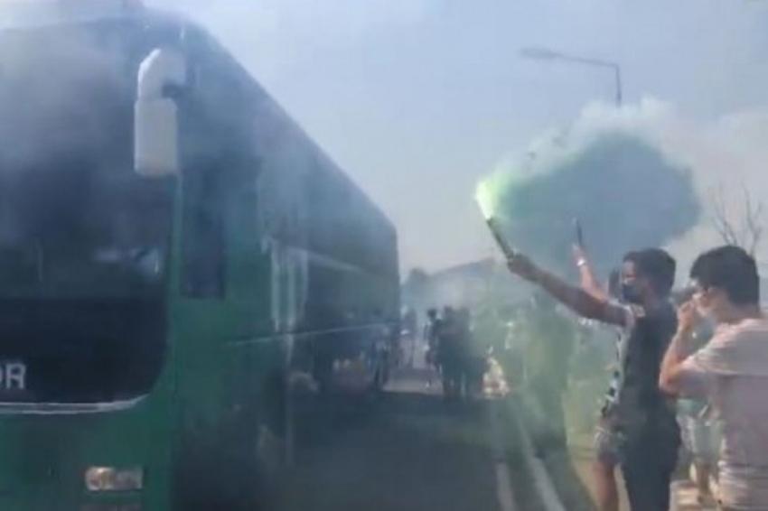 Timsah taraftarının desteği ile İstanbul'a gitti
